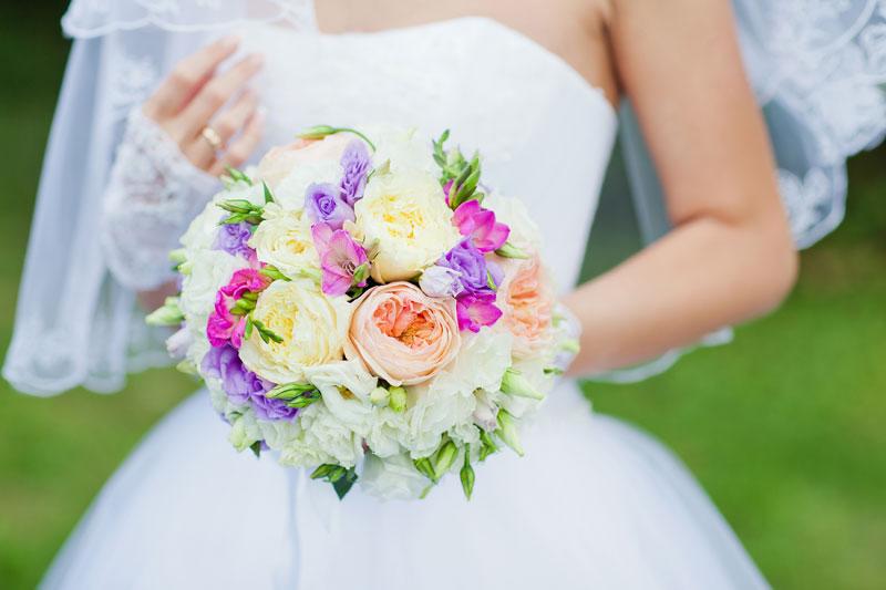 Свадебные цветы яркие