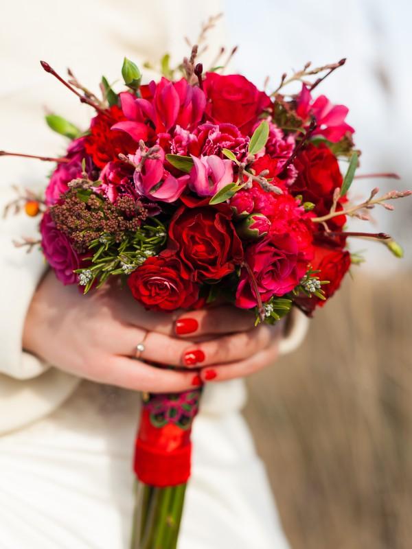 Цветы, красный букет невесты из гвоздик купить